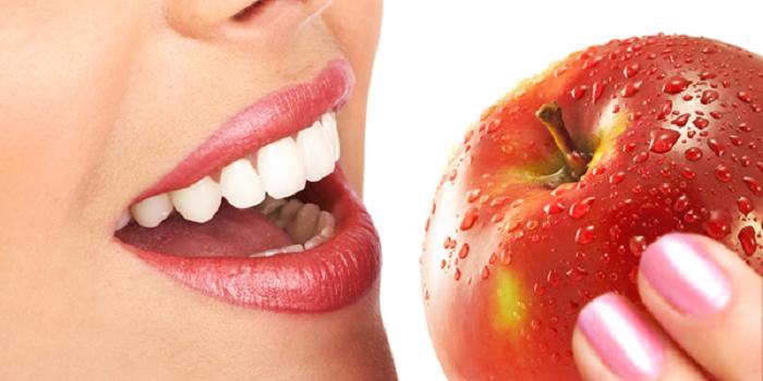 اهمیت تغذیه بعد از ایمپلنت (کاشت دندان) در روند بهبودی و سلامت آن
