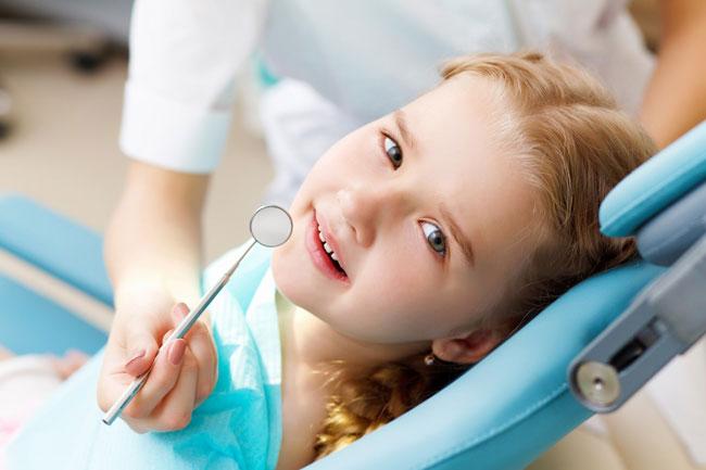 سن مناسب مراجعه به دندانپزشک برای کودکان