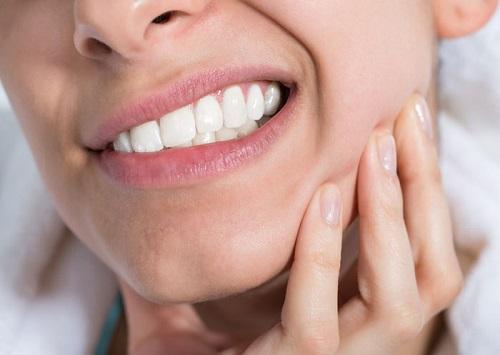 عفونت دندان عقل (پری کرونیت) یا التهاب لثه به علت نهفته بودن دندان